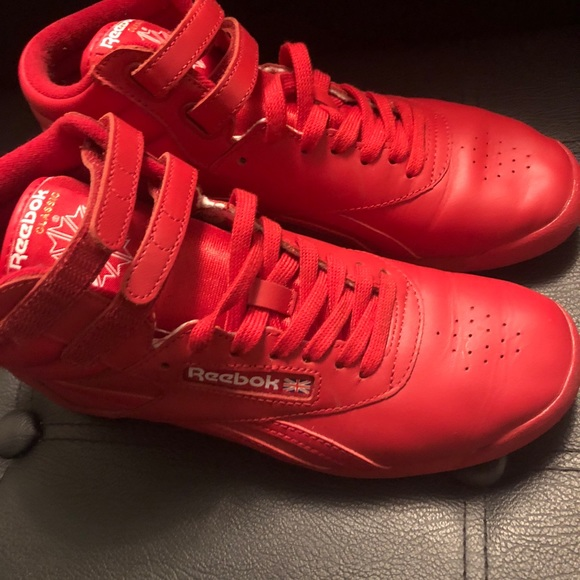 c92f5dfd164 Red Women s Reebok s Sneakers High top Shoes 7.5. M 5ab34f5e9d20f05731f17d6a